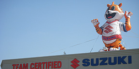 Suzuki Inflatable Tiger Mascot on Dealership Rooftop