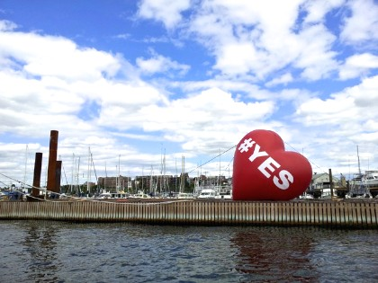 Inflatable YES Heart Art Display